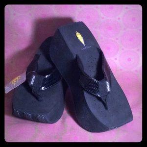 d7a274d84 ✨NWT✨Volatile Platform Flip Flop Sandals Size 8